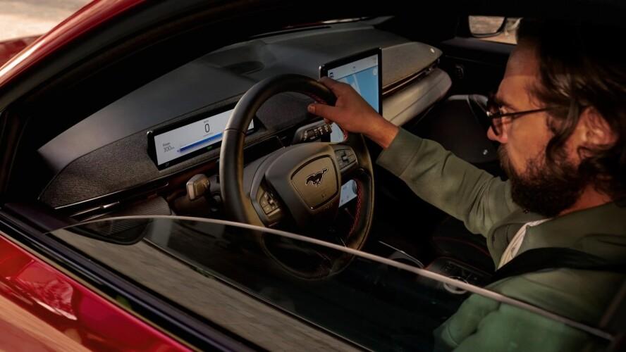 MUSTANG MACH-E. ΑΜΙΓΩΣ ΗΛΕΚΤΡΟΚΙΝΗΤΟ SUV.